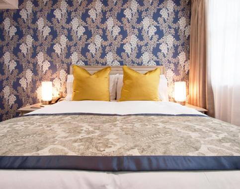 2-W12R_deluxe_double_room.jpg