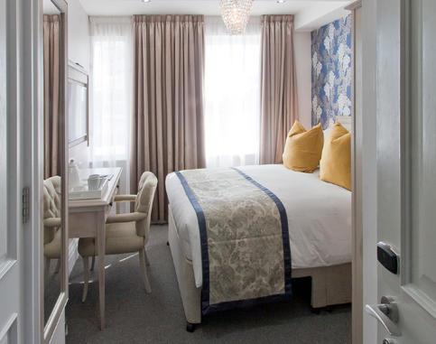 1_bedroom.jpg
