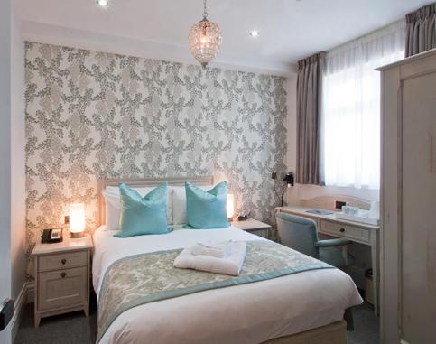 5_bedroom.jpg
